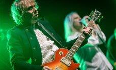 Jaanus Nõgisto laseb endale käsitsi kitarri meisterdada