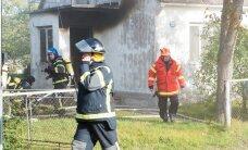 В Нарве из задымленной квартиры спасли женщину и двух собак
