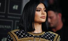 Tõeline maitselagedus? Kylie Jenneri glamuursed ratastoolifotod ajasid liikumispuudega inimesed marru