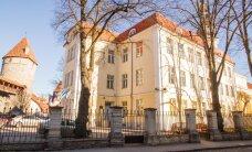 Gustav Adolfi Gümnaasiumi lapsevanemad kinkisid koolile bussi