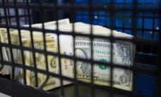 Доллар и евро снизились к рублю в понедельник при открытии торгов