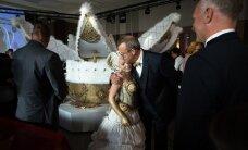 KLÕPS: Haruldane poolehoid! President Toomas Hendrik Ilves ei pea paljuks Kerli Kõivu enda sooja ja kaitsvasse embusse haarata