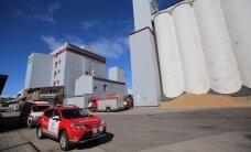 ФОТО: В Тарту погибли два работника зернохранилища, провалившиеся под гору зерна