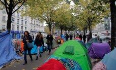 ФОТО: Мигранты из Кале разбили новые палаточные лагеря на улицах Парижа