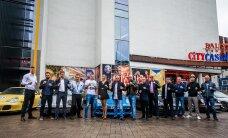 FOTOD: Uhked autod ja sitked mehed! King of Kings sportlased saabusid pressikonverentsile unistuste Porschedega