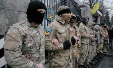 """ВИДЕО: """"Айдаровцы"""" снова митингуют под Минобороны Украины — подожгли шины"""