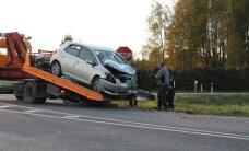 Päev liikluses: Tallinnas sai viga Harley-Davidsoniga autole otsa sõitnud mootorrattur, Rae vallas sai 20-aastase juhtimisõiguseta mehe põhjustatud avariis viga kaks inimest