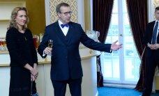 FOTOD: Kaunis! Värske soenguga esileedi Ieva Ilves võõrustas abikaasa kõrval teenetemärkide saajaid