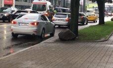 В центре Таллинна столкнулись автомобиль и микроавтобус, пострадал человек