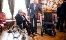 Savisaar kasutab ettevõtjatelt kingituseks saadud ratastooli vaid Hundisilmal ringi liikudes