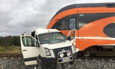 FOTOD ja VIDEOD: Järvamaal põrkasid kokku rong ja kaubik