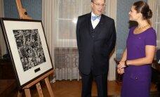 FOTOD: Ilves kinkis Rootsi kroonprintsess Victoriale paadipõgenikke kujutava teose