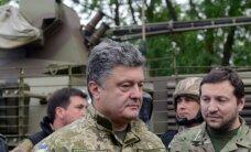 Порошенко попал под обстрел в Донбассе