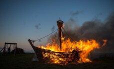 LUGEJATE FOTOD: Muinastulede öö: leegitsev heinast koge, lõkked rannikult