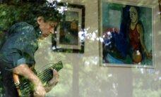 Andres Eilart näitab Türil kunstikogu
