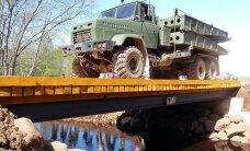 DELFI FOTOD: Kaitseväe pioneerid ehitasid Kevadtormil Mooste valda uue silla