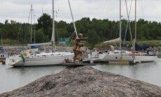 Hiiumaale püstitatakse skulptuur hiiu vanamehele, kes kitsele raudlaeva näitamas käis