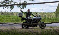 Liikluspolitseinik Lenno Ziukmani sõnul on paljud autojuhid motopolitseid kohates üllatunud. Paraku tähendab mootorratta kasutamine ka üksi veedetud tööpäevi.
