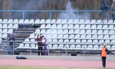 FOTOD: Mõistus, tule koju! Levadia fännid röövisid Kalju lipu, et see põlema panna