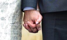 238 päeva käärimist ehk presidendipaari abielu saatuslikust suudlusest eilseni