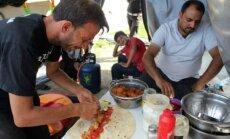 Фалафель, сигареты и стрижка: бизнес в лагере для беженцев