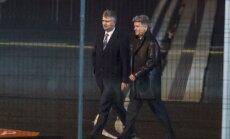 Vene Raudteede peadirektor Oleg Belozerov  (vasakul) saabus eralennukiga Tallinnasse 26.10.2016. Paremal Vene suursaadik Aleksandr Petrov