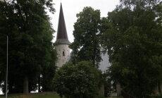 Lüganuse kirikus pandi paika ebaseaduslik altarivitraaž, muinsuskaitse alustas menetlust