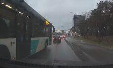VIDEO: Linnaliinibussi nr 18 juht reastub sinna, kuhu tahab – teised kadugu eest!