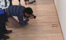 NÄDALA TÜNG: Muuseumikülastajad pidasid maas vedelevat prillipaari kunstiteoseks