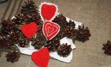 Lihtsad heegeldatud südamed võib teha ühevärvilised või kasutada paari eri tooni.