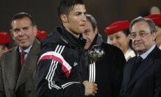 VIDEO: Solvunud Ronaldo ei surunud autasustamisel Platini kätt