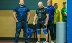 Treener Alar Seim valmistas Leho Penti (keskel) katseks ette. Mart Seim (vasakul) teeb järgmise võistluse 17. detsembril Soomes.