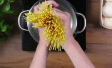 Kreemises seenekastmes spagetid spinati ja karamellise sibulaga