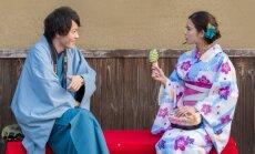 Jäätis, eriti rohelise tee jäätis, on Jaapanis päikesepaistelisel nädalavahetusel pooletel inimestel käes