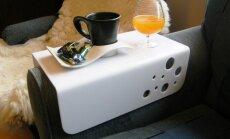 Tassi ja joogiklaasi alus sobitub diivani või tugitooli käetoele.