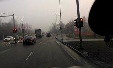 ВИДЕО читателя Delfi: И красный свет не помеха, когда в пятницу спешишь домой