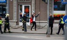 """ФОТО DELFI: Юноша забыл возле """"Стокманна"""" свой рюкзак. Когда вернулся — вокруг был шум, оцепление и саперы"""