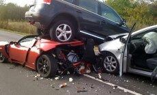 Vedelev nuhvel või lahtine veepudel auto sõitjateruumis võib äkkpidurdusel tappa