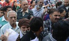 Rahareformist tingitud järjekorrad Indias
