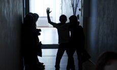 Kummaline FOTO: Prantsusmaa keskkooli õpilased ja nende õpetaja heitsid klassipildiks riided seljast