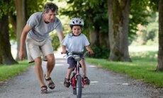 Lapsed tohivad rattaga sõita, kuid vanemad hoolitsegu, et see jalakäijaid ei segaks.