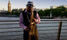 В Лондоне уличные музыканты переходят на безналичный расчет