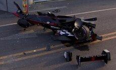 Nick Heidfeldi masin pärast avariid
