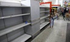 Pilt Caracase kauplusest. Neil riiulitel peaks olema tualettpaber, ent haigutab hoopis tühjus.