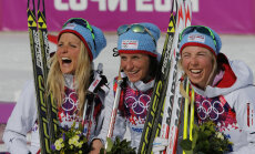 Kristin Störmer Steira (paremal) koos Therese Johaugi ja Marit Björgeniga