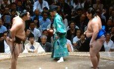 Hakuho ja Ichinojo (paremal) valmistumas matšiks