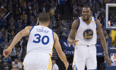 VIDEO: Warriors nüpeldas valitsevat meistrit 35 punktiga, Greenilt kolmikduubel