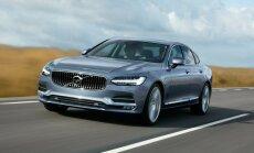 Volvo S90 kupeelik ja muskliline kerejoon annab autoleilusa välimuse. Luksuslikum varustus ja kallimad viimistlusmaterjalid muudavad rootslase senisest märksa nooblimaks.