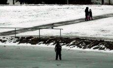 Narvas sattusid uppumisohtu laps ja talle appi tõtanud mees, mõlemad päästeti