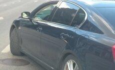 LUGEJA FOTO: Suvi käes, aga mõnel autol on endiselt talverehvid all
